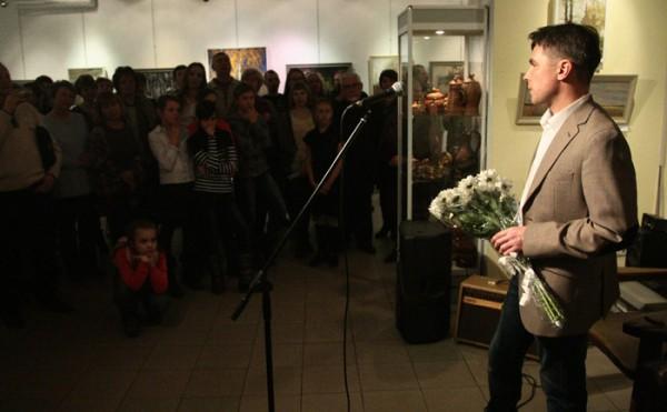 Фоторепортаж с открытия выставки Владислава Татаринова «Свет, дождь, снег»
